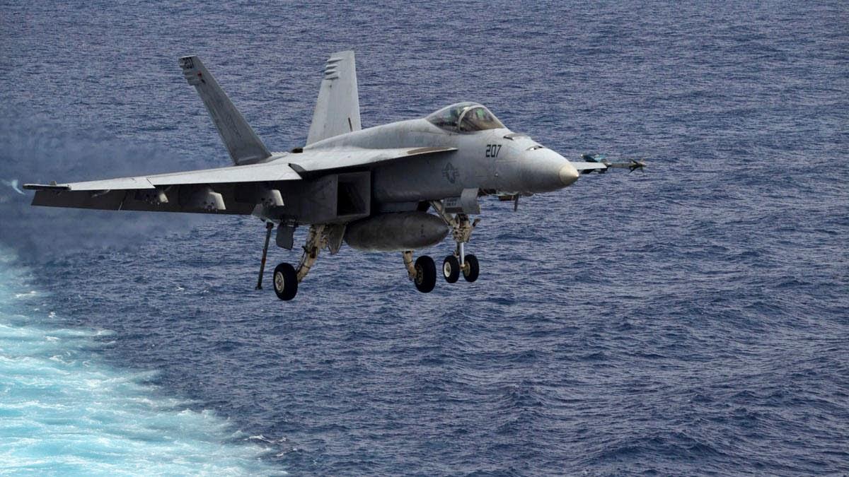 US Navy : un F/A-18E Super Hornet s'est abimé en mer avant l'appontage