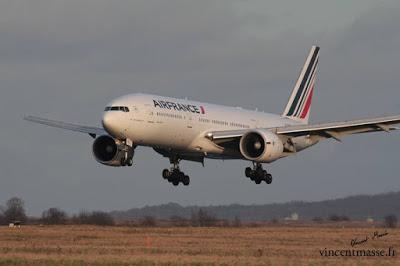 Un Boeing 777-200 d'Air France évite de justesse la collision avec le Mont Cameroun