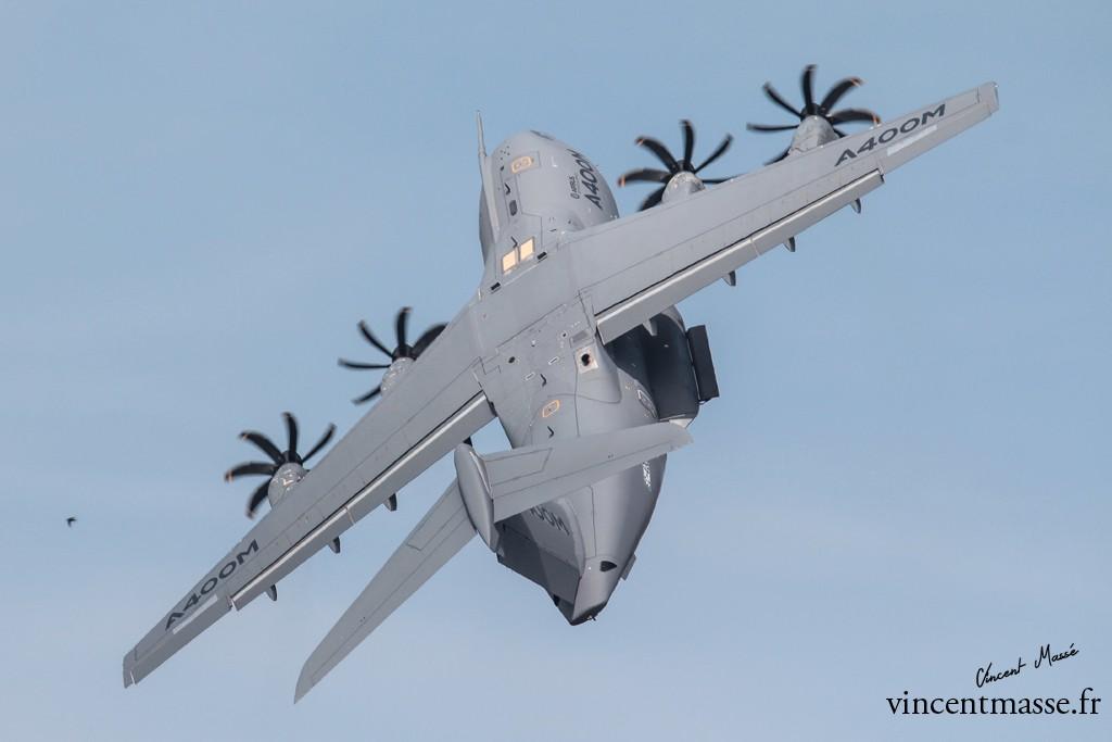 Compatible avec les véhicules du programme Scorpion, mais aussi avec l'environnement tactique du Rafale, l'A400M est un symbole de l'Europe de la Défense. Il en représente aussi bien l'ambition technique et opérationnelle que les difficultés organisationnelles et politiques.