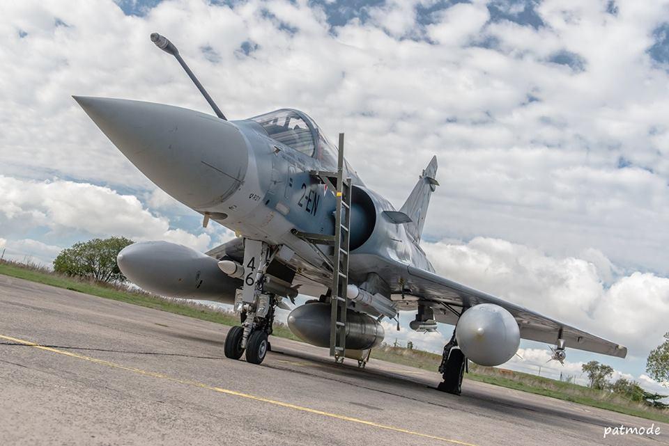 Mirage 2000-5F n°46, 2-EN, EC 1/2 Cigognes en configuration standard: RPL-522 de 1.300 l en ventral, RPL-541/542 de 2.000 l sous les ailes, MICA-IR en points de voilure et MICA-EM en points de fuselage.