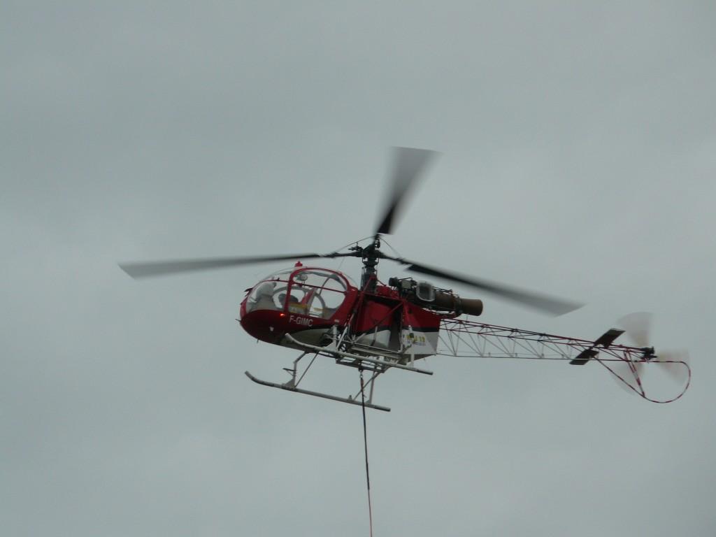 L'AS350B Lama, version améliorée de l'Alouette II, était présenté par Heli12, une entreprise de travail aérien.