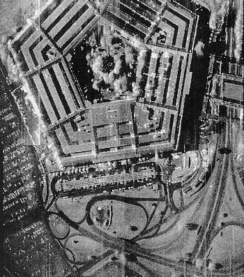 Le Pentagone vu par un satellite Radar américain. Même si la résolution des satellites Radar est inférieure à celle des capteurs optique, le niveau de détails reste impressionnant… Crédit photo Northrop