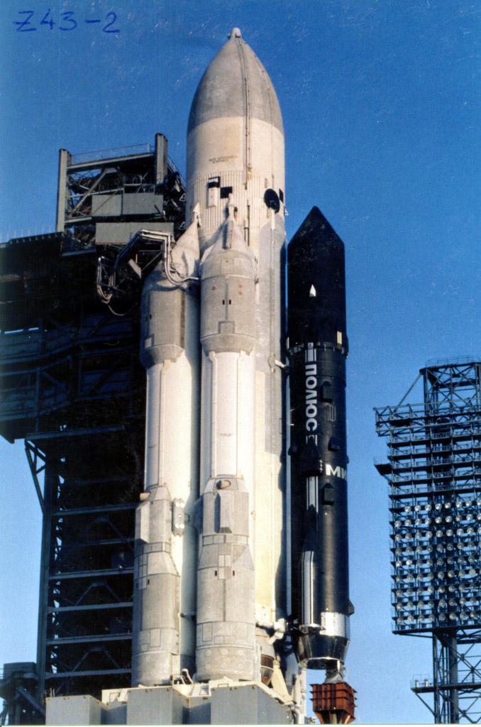 Le satellite Polyous juste avant son lancement (raté) en 1987. Source photo Buran.fr