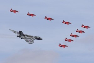 RIAT 2015 : le Vulcan et les Red Arrows