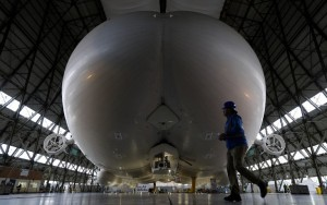 Airlander 10, Crédits : AFP / ADRIAN DENNIS