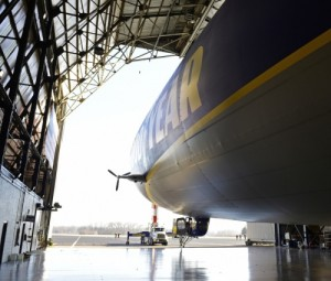 Goodyear NT2 dans son hangar Crédit: David Dermer, Special to the Akron Beacon Journal