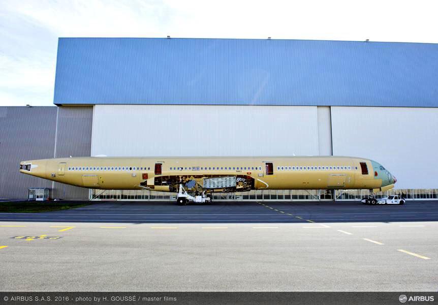 Le deuxième A350-1000 a rejoint la station 40 où il recevra ses ailes