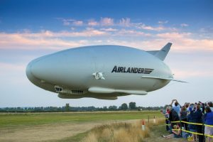 Airlander 10 au décollage, Crédit: Hybrid Air Vehicles