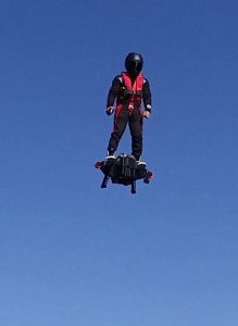 Franky Zapata sur son prototype Flyboard Air, Crédits: Zapata Racing