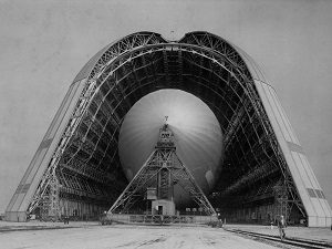 USS Macon dans le Hangar One - Mountain View, Californie Crédit : NASA