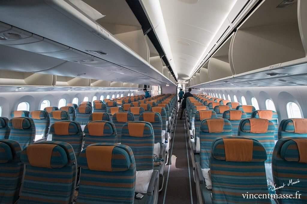 La classe Eco du 787 Oman. Elle accueille 18 passagers de plus que celle du 787-8