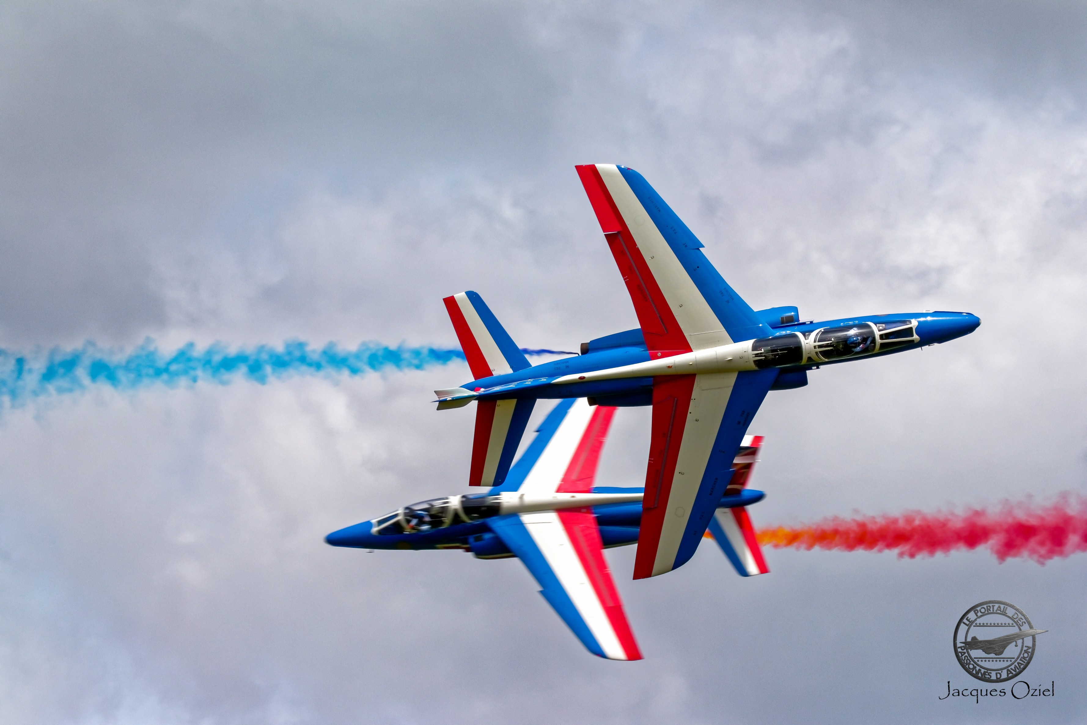 Croisement Alpha Jet de la Patrouille de France