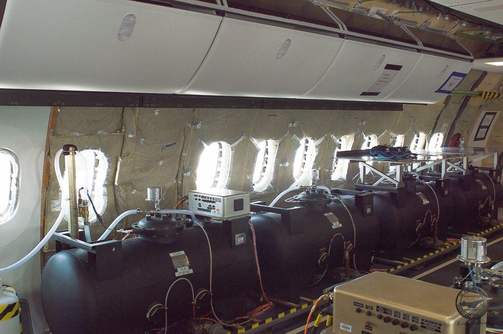 Des ballast qui se remplissent d'eau en fonction de l'essai réaliser afin de modifier le poids et la réparatition de celui-ci dans l'avion.
