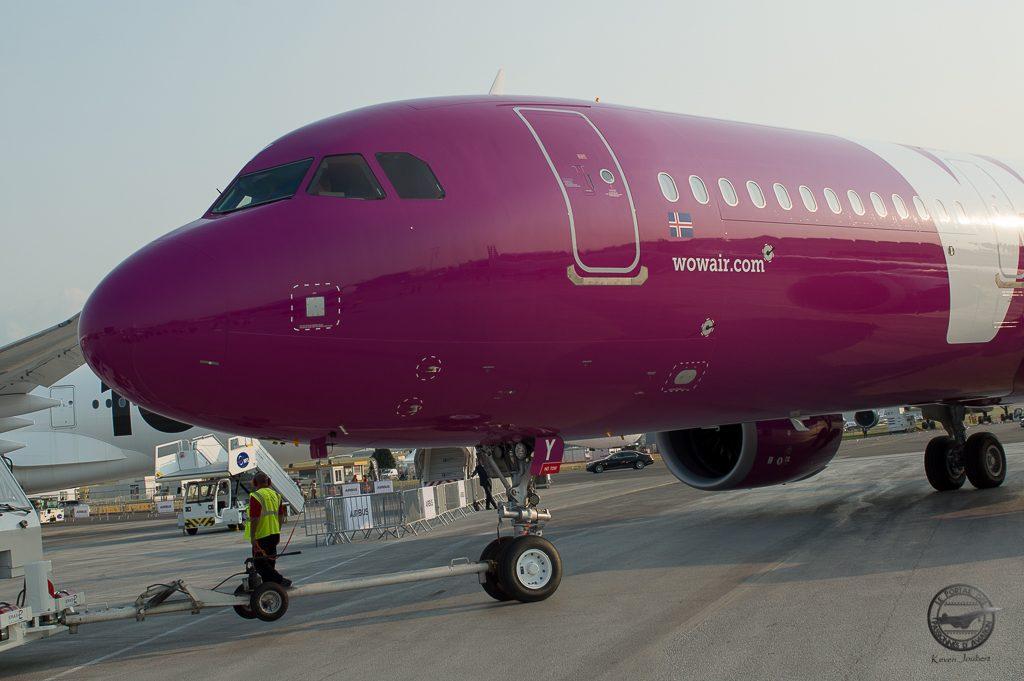 Arrivée de l'avion au matin