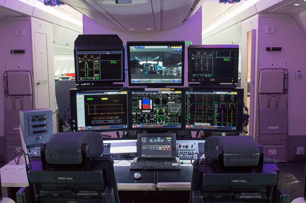 La console d'essai pour les ingénieurs d'essais en vol. Ils controlent en temps réel l'ensemble des paramétres qui les intéressent et peuvent communiquer avec le personnel navigant