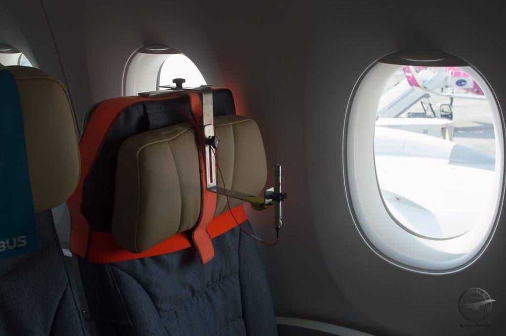 Un exemple de capteur utilisé pour les essais de la cabine, ici un capteur de sons et de vibrations