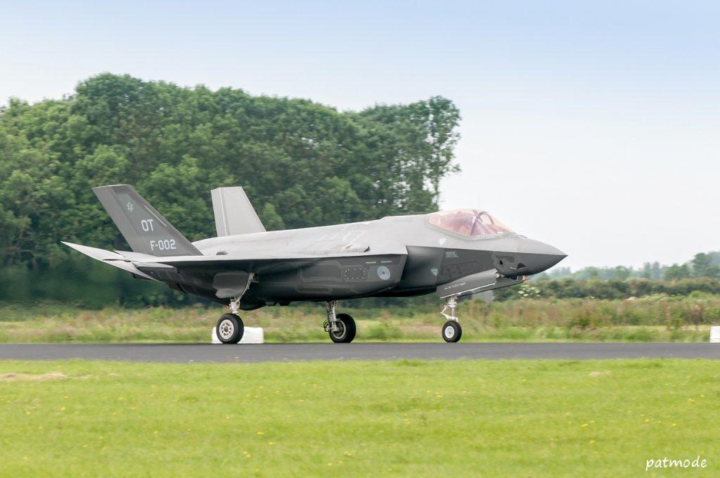 Un des deux F-35 de test néerlandais. L'achat de 85 appareils, au détriment du Rafale, a été successivement réduit à 65 puis 37 appareils en raison de l'augmentation continue du prix unitaire. Apparemment pas de quoi effrayer la Composante Air belge... Photo Patrick Bertaux