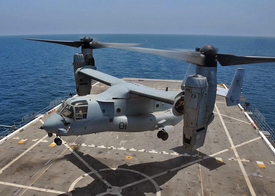 Un V-22 Osprey apponte sur le BPC Dixmude