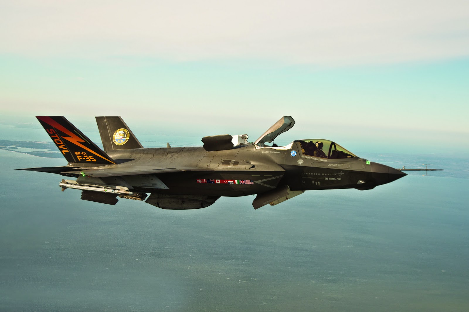 Le F-35, la machine pour dominer le monde, Made In USA.